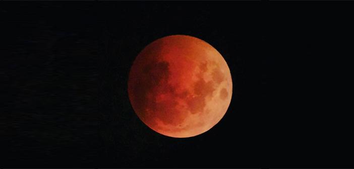 """Dünya """"Kanlı Ay Tutulması""""nı İzledi"""