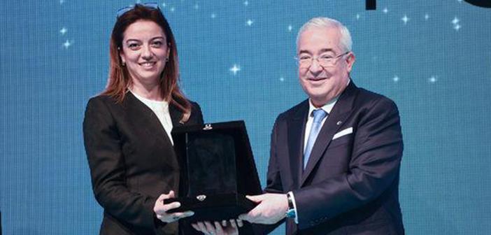İÜ İstanbul Tıp Fakültesi Dr. Öğretim Üyesi Leyla Türker Şener'e Yılın Bilim İnsanı Ödülü