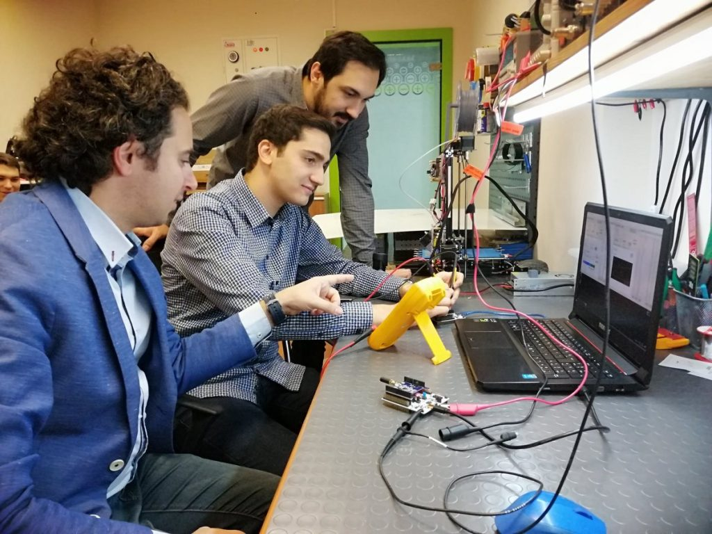 İÜC Mühendislik Fakültesi 4.sınıf öğrencisi Alperen Yazar'ın, 2209-B Sanayiye Yönelik Lisans Bitirme Tezi Programı kapsamında, Dr.Öğr.Üyesi Koray GÜRKAN danışmanlığında Teknokent firmalarında Togi Teknoloji'nin önerisi ile başvurduğu projesiyle TÜBİTAK'tan destek almaya hak kazandı